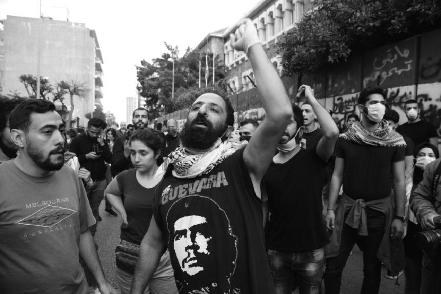 بين المسؤول والزّعيم: جدل السّلطة في لبنان